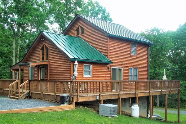 Deer forest lodge shenandoah cabin rentals for Log cabins in shenandoah valley